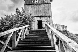 Über einen Wassergraben gelangt man zum Turm dieser Motte
