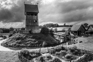 Holzburg Lütjenburg: Nachbau einer Turmhügelburg