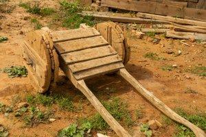 Guédelon: Karrenwagen zum Transport von Baumaterial
