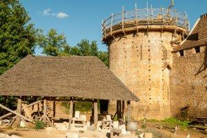 Guédelon: Steinmetzhütte direkt vor Ort