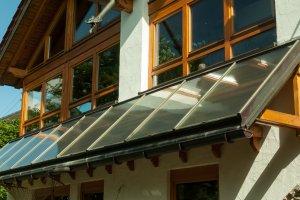 Vordach mit Solarthermie
