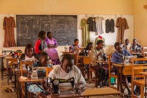 Bei der MCF können junge Mütter eine Ausbildung zur Schneiderin erhalten.