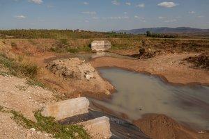 In der Regenzeit fängt die Mully Children's Family Wasser in großen Staubecken auf, um die Trockenzeit zu überbrücken.